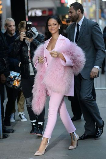 rihanna-porte-du-pascal-millet-pour-l-emission-good-morning-america_5301033